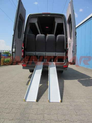 kleinbus mercedes sprinter behindertengerecht omnicar gmbh. Black Bedroom Furniture Sets. Home Design Ideas