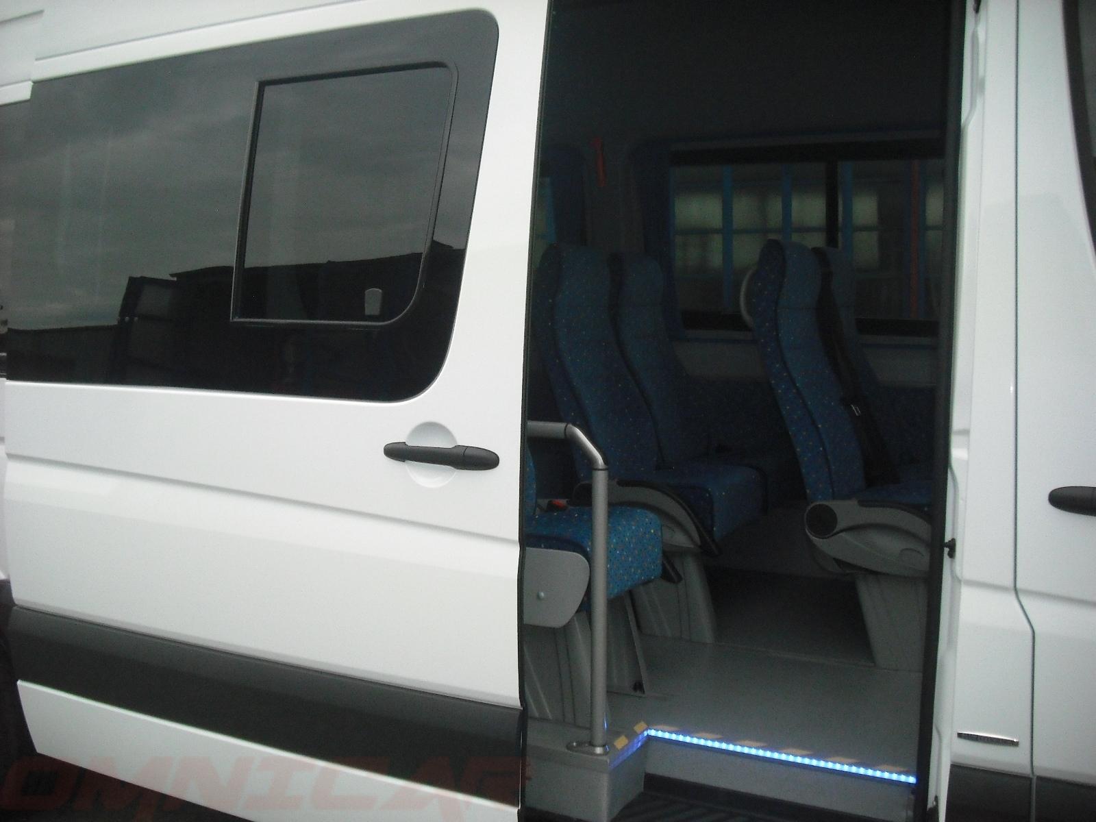 Omnicar minibus vitres tropicales 22 1 porte coulissante for Glissiere pour vitre coulissante