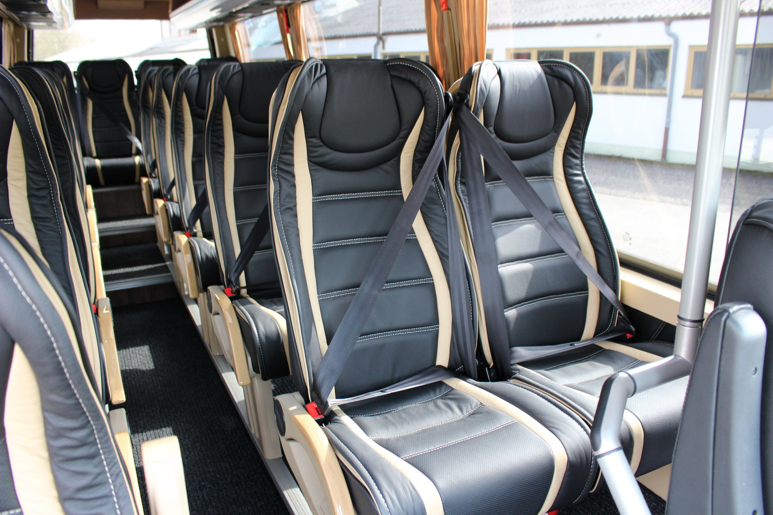Mercedes Sprinter 519 Cdi 19 1 1 Or 16 1 1 Seats Vip
