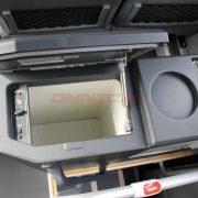 Isuzu Novo UItra Kombination aus Kühlschrank und Wasserkocher hinten Omnicar